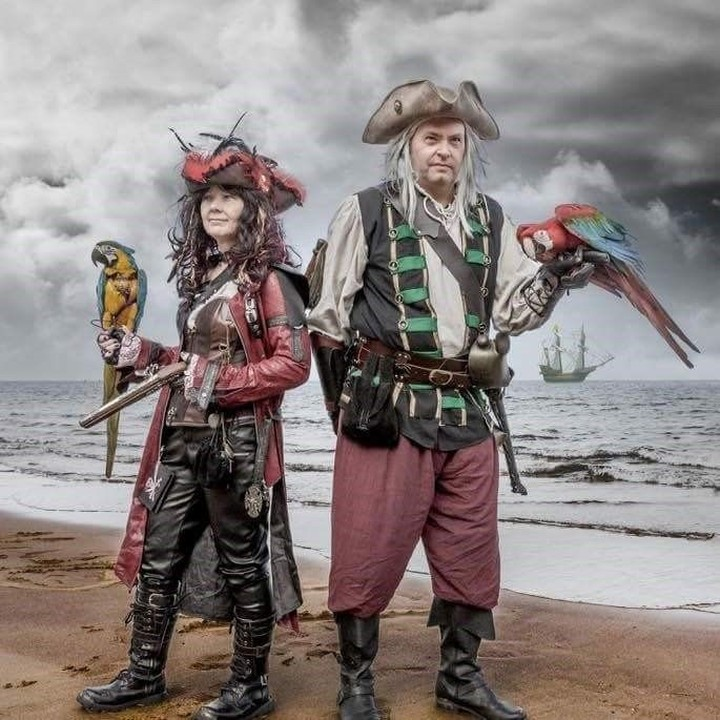 Hey there matey! Pirates & birds show is back on today and tomorrow. Come and meet Zeus and Inca.