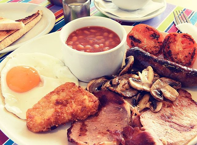 Looking for a hearty start to the weekend? Breakfast at the Beach Cafe then! Full English and much more here at Southwold Pier! #southwold #southwoldpier #breakfast #weekend #beachcafe 🌤