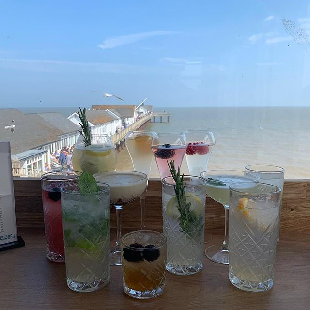 Have you visited the new Pier View Bar yet? Open everyday for #cocktails and all your favourite drinks. See you soon 😎🍸👍🏻⠀ #pierview #southwold #suffolk #drinkswithaview